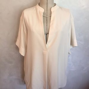3/$25 Ann Taylor Low Cut Oversized Top